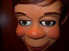 Hartz face closeup 004